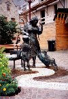 Luxembourg - Ettelbruck: spilling the milk - statue with dog (photo by M.Torres)