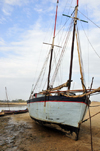 Morondava - Menabe, Toliara province, Madagascar: sail boat on shore - Nosy Kely peninsula - photo by M.Torres