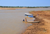 Tsimafana, Belo sur Tsiribihina district, Menabe Region, Toliara Province, Madagascar: view of the Tsiribihina river with boats on the beach - looking upstream - photo by M.Torres