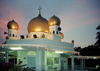 Malaysia - George Town - Penang / Pinang / Prince of Wales island / PEN: Mosque at dusk (photo by J.Kaman)