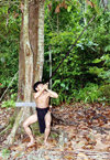 Malaysia - Sarawak (Borneo) : Penan tribesman shooting with a zarabatana blow-pipe - hunting in the jungle (photo by Rod Eime)