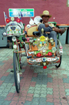 Malaysia - Malacca: rickshaw with the pilot resting  (photo by J.Kaman)