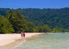 Perhentian Island, Terengganu, Malaysia: Flora Bay - two people walking on white sandy beach - photo by S.Egeberg