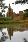 Bandiagara Escarpment area, Dogon country, Mopti region, Mali: Mosque reflected in a pond - mud architecture - photo by J.Pemberton