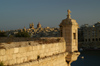 Malta: Vittoriosa - guerite - sentry box - detail of Fort St Angelo - Senglea in the background - photo by A.Ferrari)