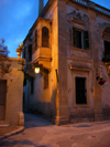Malta: Malta: Mdina - the palace at night (photo by ve*)