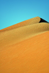 Nouakchott, Mauritania: crest of a sand dune of the Sahara desert - photo by M.Torres
