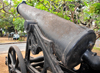 Dzaoudzi, Petite-Terre, Mayotte: artillery - old French naval gun - photo by M.Torres