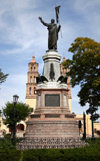 Mexico - Dolores Hidalgo (Guanajuato): Father Miguel Hidalgo statue - jardin / park (photo by R.Ziff)