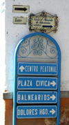 Mexico - San Miguel de Allende (Guanajuato): signs on the way to Mercado Artesanias - Calle Nuñez (photo by R.Ziff)