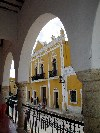 Mexico - Izamal ( Yucat�n / Iucatan ): Arquitectura t�pica / fa�ade (photo by Angel Hern�ndez)