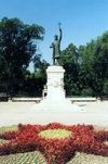 Chisinau / Kishinev, Moldova: bronze statue of Stefan cel Mare / / Stephen the Great of Moldavia, House of Bogdan - sculptor Alexandru Plamadeala - photo by M.Torres