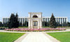 Chisinau / Kishinev, Moldova: government House by architect S. Fridlin, Russian arch in the foreground - photo by M.Torres