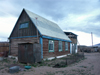 Mongolia - Burgun, Bayan-Ölgiy Aymag: timber house - photo by P.Artus