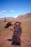 Mongolia - Altai - Bayan Olgii province: old Kazak eagle hunter (photo by Ade Summers)