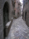 Montenegro - Crna Gora - Kotor: cobbled street ind the old town - UNESCO world heritage sites - photo by J.Kaman