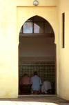 Morocco / Maroc - Rabat: men praying - Islam - photo by F.Rigaud