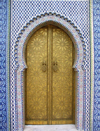 Morocco / Maroc - Fez: gate at the Royal Palace - tiles - photo by J.Kaman