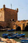 Morocco / Maroc - Mogador / Essaouira: fort Skala - citadel by the harbour - UNESCO World Heritage Site - photo by M.Ricci