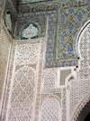 Morocco / Maroc - Meknes: Sultan Moulai Ismail's tomb - intricate stucco and tiles decoration - Islamic art - photo by J.Kaman