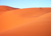 Morocco / Maroc - Erg Chebbi: dunes of the Sahara desert - dots in the emptiness - photo by J.Kaman