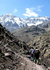 Morocco / Maroc - Atlas mountains: hikers - photo by J.Kaman
