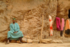 Morocco / Maroc - Todra gorge: selling sarongs - photo by J.Banks