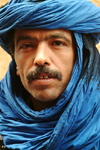 Morocco / Maroc - Berber man with blue turban - photo by J.Banks