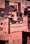 Morocco / Maroc - Ait Benhaddou / Ait Ben Haddou: mud architecture - mud buildings on the slope - fortified city - ksar - photo by F.Rigaud