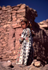 Morocco / Maroc - Benhaddou: girl in the kasbah - photo by F.Rigaud