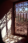 Morocco / Maroc - Ouarzazate (Souss Massa-Draa): window - art in shadows - photo by F.Rigaud