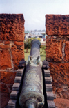 Mozambique / Mo�ambique - Maputo / Louren�o Marques: Portuguese artillery at the fort - cannon / artilharia Portuguesa no forte - Fortaleza de Maputo - photo by M.Torres