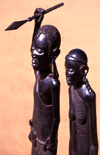 Mozambique / Moçambique - Pemba: local art - Maconde warrior with spear and wife - wooden statues - figures / arte local - estatuetas de madeira - photo by F.Rigaud