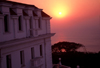 Mozambique / Mo�ambique - Maputo / Louren�o Marques / MPM: p�r do sol do hotel Polana / sunset from the Polana hotel - Julius Nyerere av. - photo by F.Rigaud