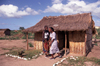 Mozambique / Moçambique - Bazaruto island: cabana de aldeia / village hut (photo by Francisca Rigaud)