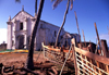 Ilha de Mo�ambique / Mozambique island: boat skeletons and Portuguese church of Santo Ant�nio - esqueleto de barco junto � igreja de Santo Ant�nio - photo by F.Rigaud