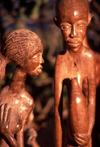 Mozambique / Mo�ambique - Maputo / Louren�o Marques / MPM: art in wood - boy meets girl / escultura em madeira - photo by F.Rigaud
