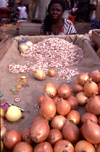Mozambique / Mo�ambique - Maputo / Louren�o Marques:onions for sale at the Municipal market / Mercado municipal - cebolas - photo by F.Rigaud