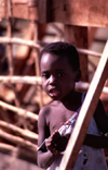 Ilha de Mo�ambique / Mozambique island: surprised boy - rapaz surpreendido - photo by F.Rigaud