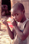 Mozambique / Moçambique - Benguerra: child having sugar-cane for breakfast / criança a comer cana de açucar ao pequeno almoço - photo by F.Rigaud