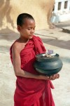 Myanmar / Burma - Bagan: young monk with offerings in a pot - novice (photo by J.Kaman)