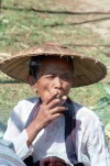 Nyaungshwe: woman smoking (photo by J.Kaman)