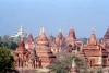 Myanmar / Burma - Bagan / Pagan: distant view of the majestic Ananda Pahto temple, with smaller pagodas in the foreground (photo by J.Kaman)