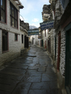 Marpha, Mustang District, Dhawalagiri Zone, Nepal: narrow stone paved street - Annapurna Circuit - photo by M.Samper