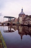 Netherlands - Leiden (Zuid-Holland): draw bridge on Oude Vest (photo by Miguel Torres)