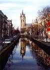 Netherlands - Delft (Zuid-Holland): sagging tower of the Old Church (Oude Kerk) (photo by Miguel Torres)