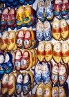 Netherlands / Holland  - Amsterdam: clogs for all tastes - tamancos holandeses - Klompen (photo by M.Torres)