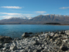 41 358 New Zealand - South Island - Lake Tekapo - rocky beach - Mackenzie Basin - Canterbury region (photo by M.Samper)