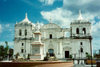 Nicaragua - Le�n: Basilica and statue of Maximo Jerez - photo by G.Frysinger