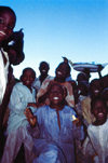 Nigeria - Kano: kids - market scene - photo by Dolores CM